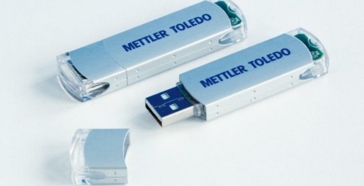 Photo: METTLER TOLEDO bC scales:  USB memory function simplifies updates of...