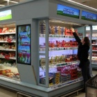Thumbnail-Photo: Refrigerator shelf TV revitalises the yoghurt section...