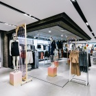 Thumbnail-Photo: British fashion chain Topshop opens flagship in Amsterdam...