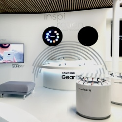 Thumbnail-Photo: What shop design can look like: Samsung Store in Paris...