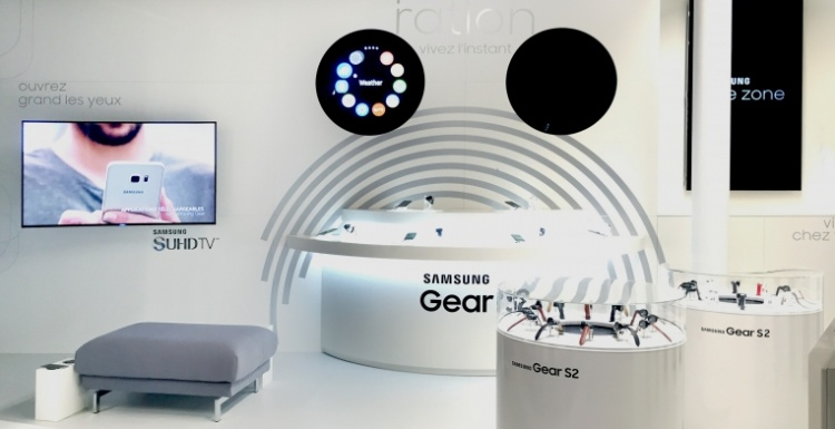 Photo: What shop design can look like: Samsung Store in Paris...