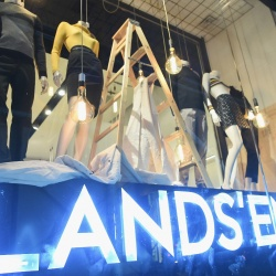 Thumbnail-Photo: Lands End opens pop-up shop in New York City...