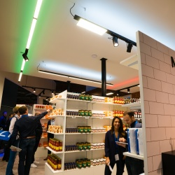 Thumbnail-Photo: Philips Lighting cracks code how colored lighting boosts supermarket...