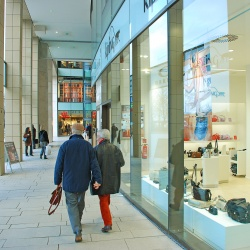 Thumbnail: Photo: UK retail parks will grow faster than high streets to 2022...
