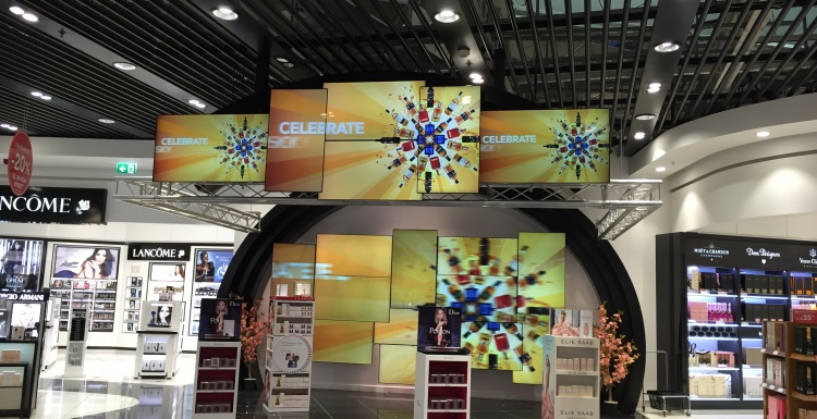 Photo: Travel retail technology: Enticing passengers to buy...