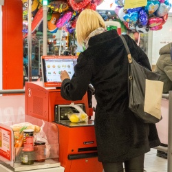 Thumbnail: Photo: 7 reasons why self-checkout is beneficial