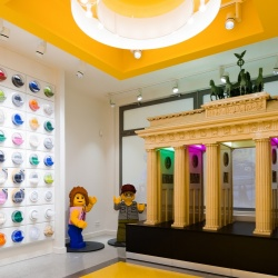 Thumbnail-Photo: What shop design can look like: the Lego flagship store in Berlin...