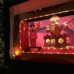 Thumbnail-Photo: Lord & Taylor unveils 2017 Holiday windows