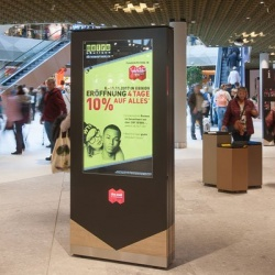 Thumbnail: Foto: Digital Signage in der Mall of Switzerland