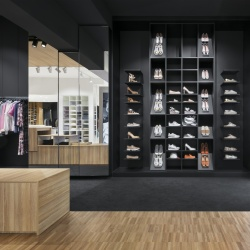 "Thumbnail-Foto: ""Store of the Year"" 2018: Licht als Herzschlag des POS..."