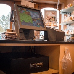 Thumbnail-Photo: Technology speeds up service and cash counts at Antwerp bakery...