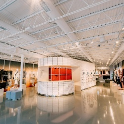 Thumbnail-Photo: Nike's new store was located and stocked by you, Los Angeles...