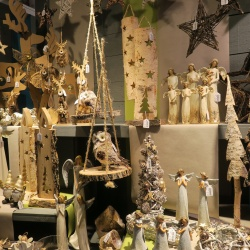 Thumbnail: Photo: Back to nature: Christmas decorating tips, part 2...