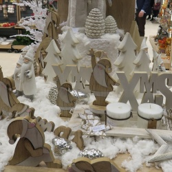 Thumbnail: Photo: A story of ice and snow: Christmas decorating tips, part 4...