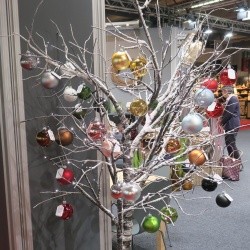Thumbnail: Photo: Christmas tree alternatives: Christmas decorating tips, part 5...