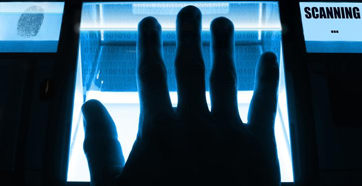 hand on a scanner that is glowing blue; copyright: panthermedia.net/Eike Leppert...