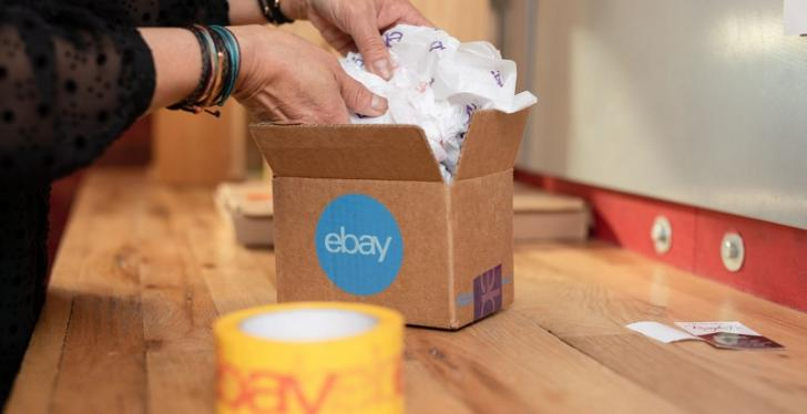 Hands taking packaging material out of a small package; copyright: eBay...