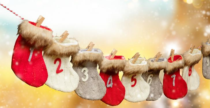 Advent calendar with numbered hanging socks; copyright: PantherMedia / jag_cz...