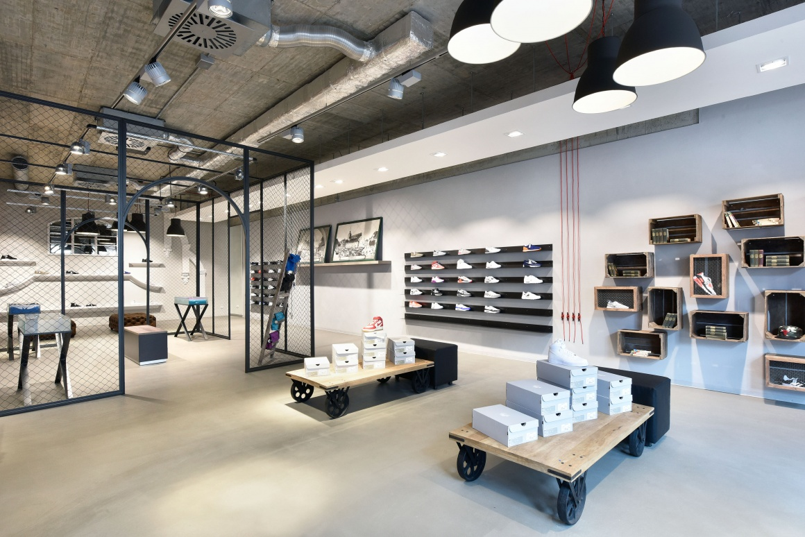 30972 What Shop Design Can Look Like Sneakstar In Flensburg on metal platforms