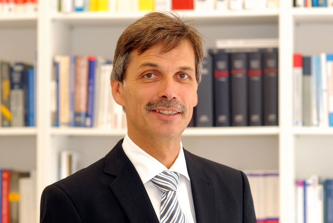 Prof. Jörg Becker sees the future of in-house trade in the advantages of the...
