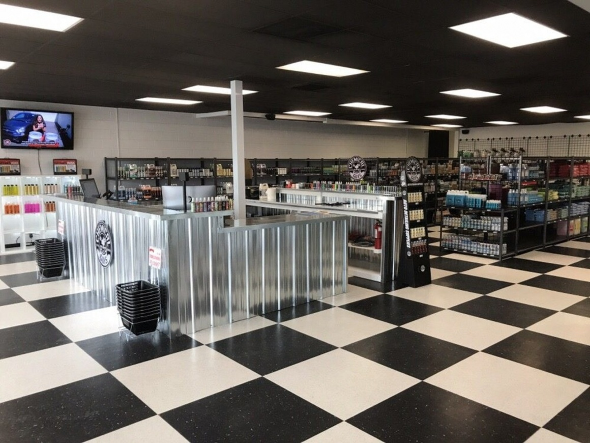Detail garage first out of state location in salt lake for Garage auto store marseille