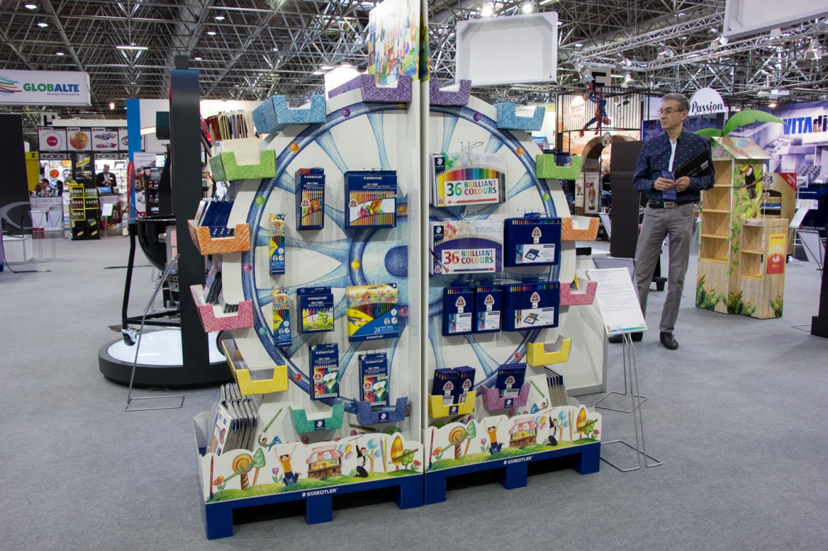 This display, shaped like a Ferris wheel and 1,60m high, is an eye-catcher from...