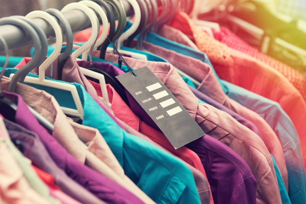 Photo: Price tag on clothes; copyright: panthermedia / sensay...