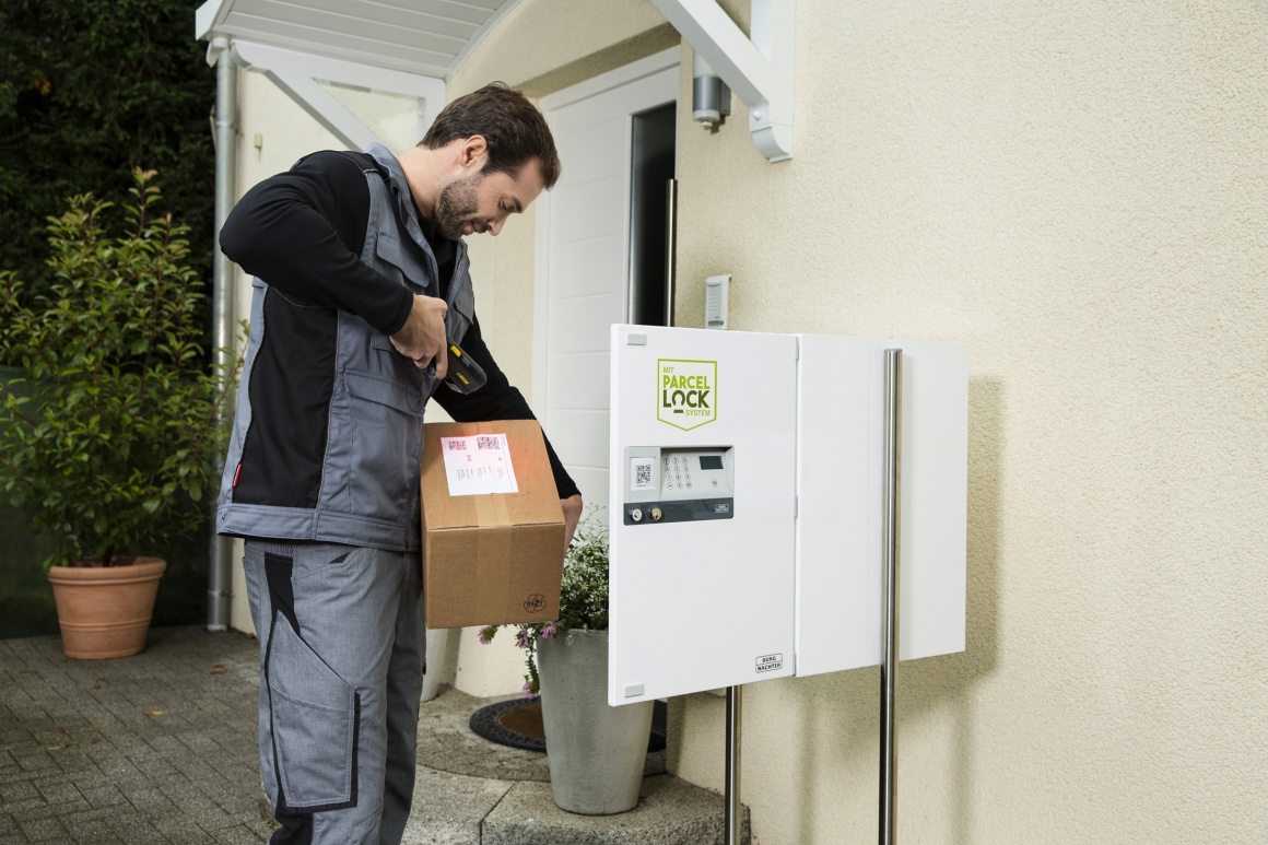 Photo: Supplier delivers package into a box; copyright: ParcelLock...