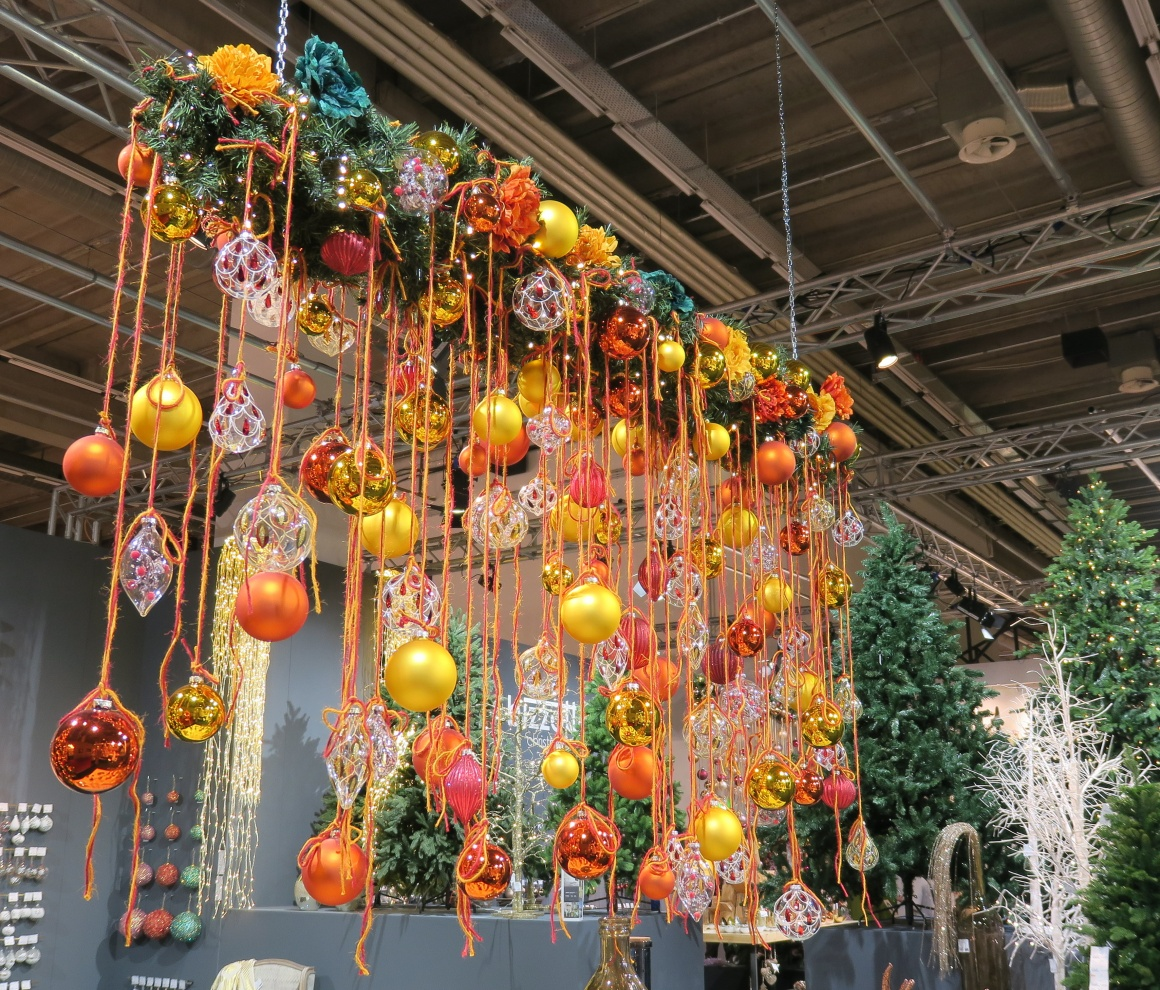 Hanging element made of fir branches with yellow and orange baubles; copyright:...