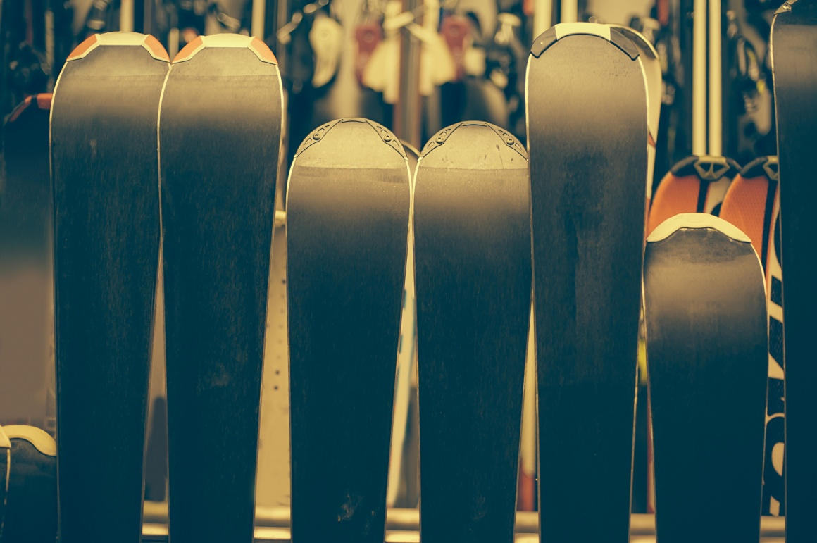 Undersides of standing skis in a store; copyright: panthermedia.net/guruxox...