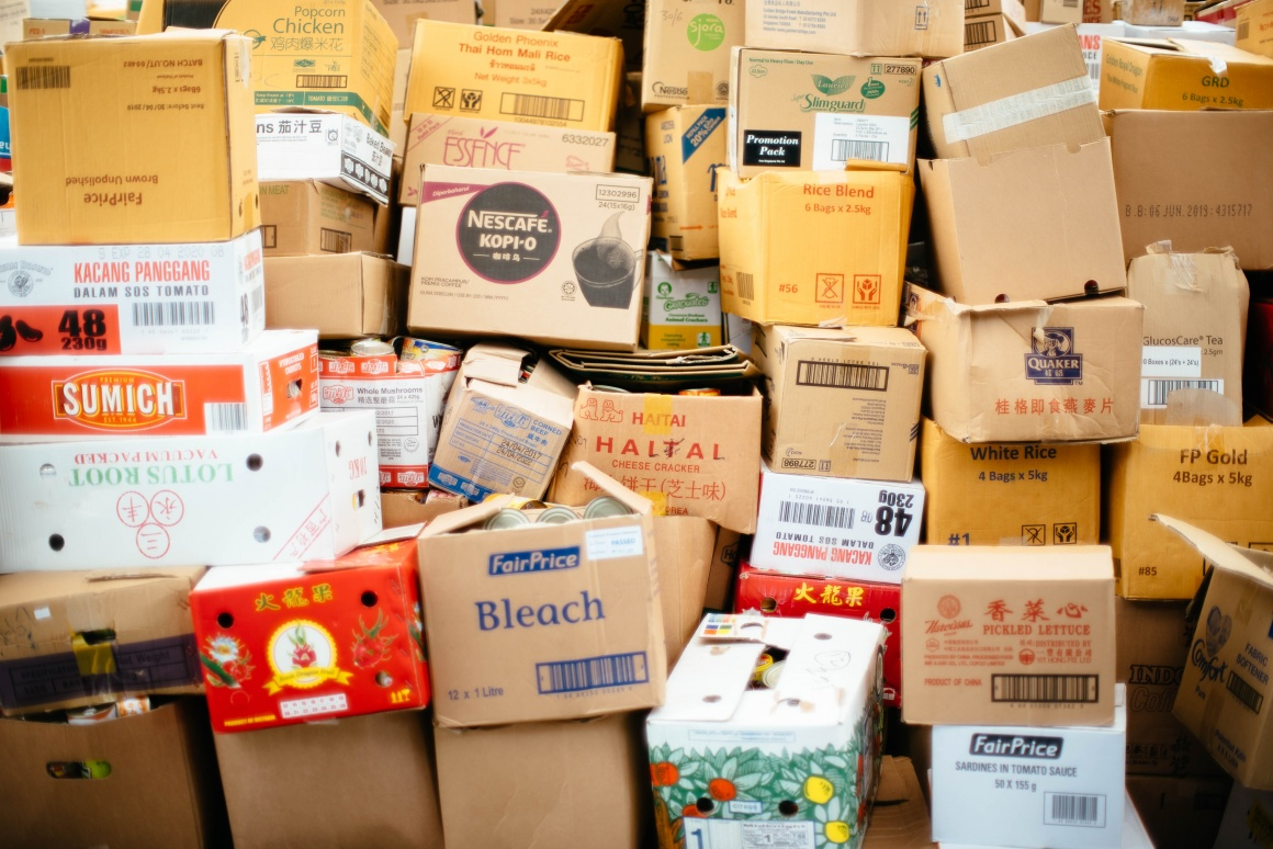 Boxes; Copyright: chuttersnap/Unsplash