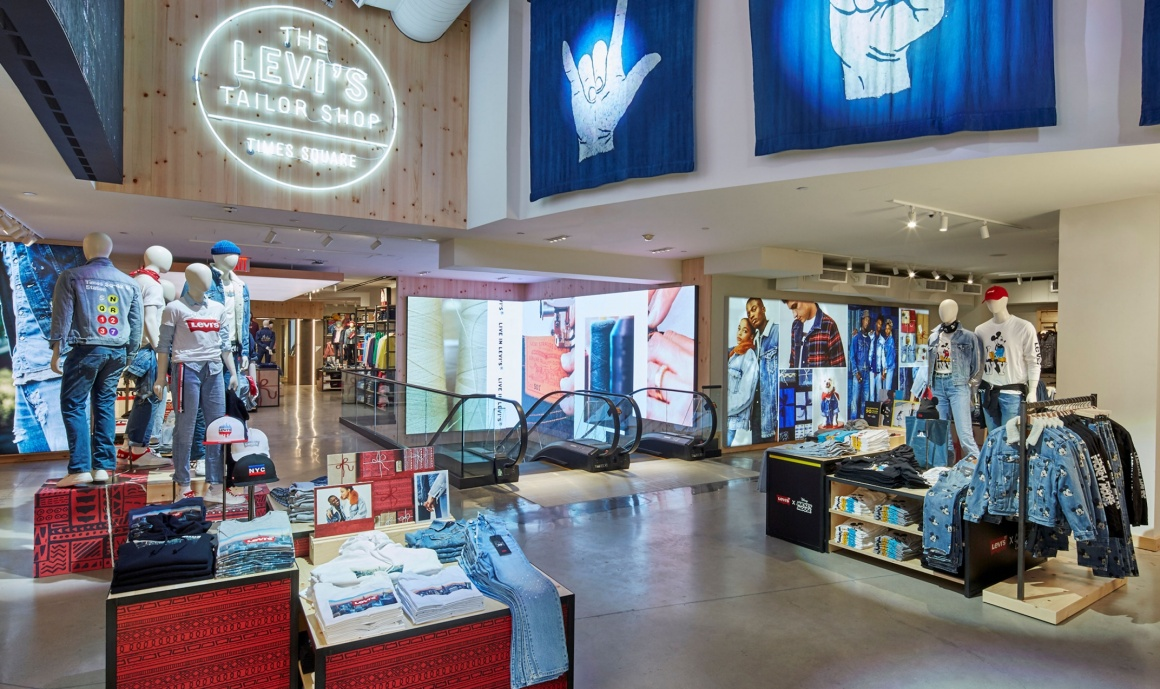 Several digital signage screens in a Levis fashion store...